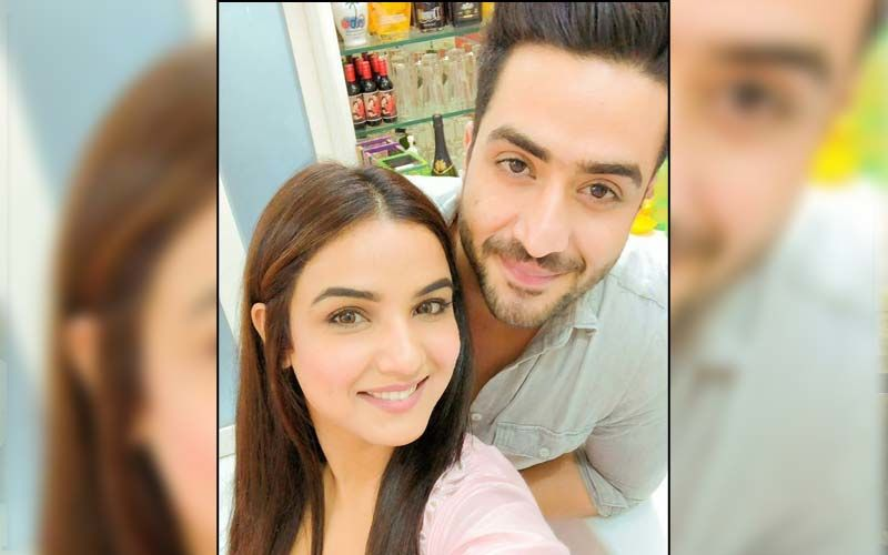 Jasmin Bhasin Stuns In A Pastel Crop Top And Raises The Hotness Quotient; Aly Goni Has Eyes Filled With Love For His Ladylove