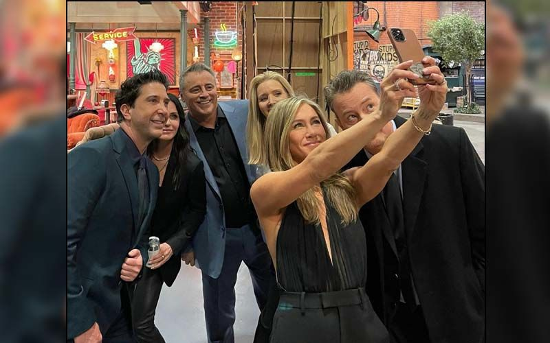 Jennifer Aniston Treats Fans With A 'Bazillionth Selfie' Of Friends Cast; Shares Justin Bieber And Hailey Baldwin's UNSEEN On-Set Pic