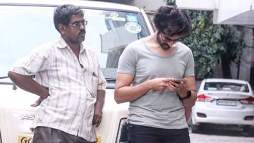 Kartik Aaryan Introduces Fans To The Uncle Who Is Casually Looking Into His Phone; Calls Him 'Peeping Chacha'