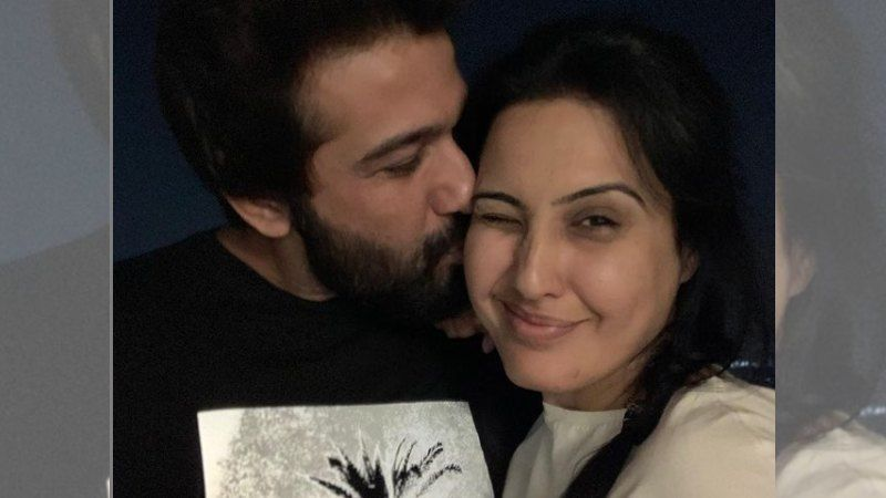 Kamya Panjabi Pens Encouraging Words For Hubby Shalabh Dang Who Is A Healthcare Professional; 'I See You Working Round The Clock'