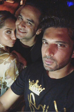 Karan Kundra With Anusha Dandekar And Vikas Gupta