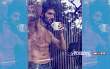 Oh My God! Stalkers Follow Kartik Aaryan To His House