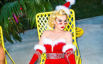 Katy Perry Slips Into A Short, Racy Santa Dress For Christmas; Winters Have Never Been This HOT Before