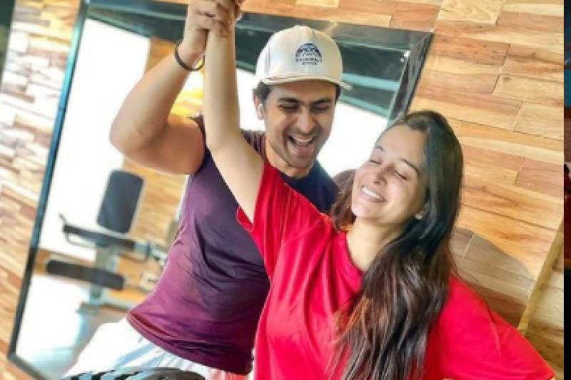 Dipika Kakar Joins Hubby Shoaib Ibrahim In The Gym; Latter Jokes He Is Proud Of Himself As 'Anhoni Ko Honi Kar Diya'