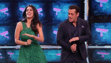 Bigg Boss 13: Mallika Sherawat Gets Flirty With Salman Khan, Kisses Him; Khan Blushes, Welcomes Her Advances – VIDEO