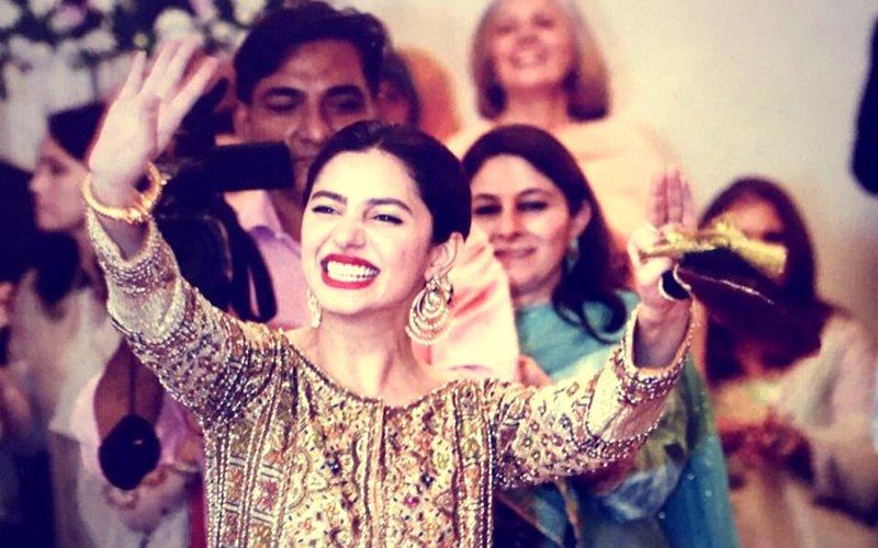 दोस्त की शादी में माहिरा खान ने लगाए जमकर ठुमके, देखें वीडियो