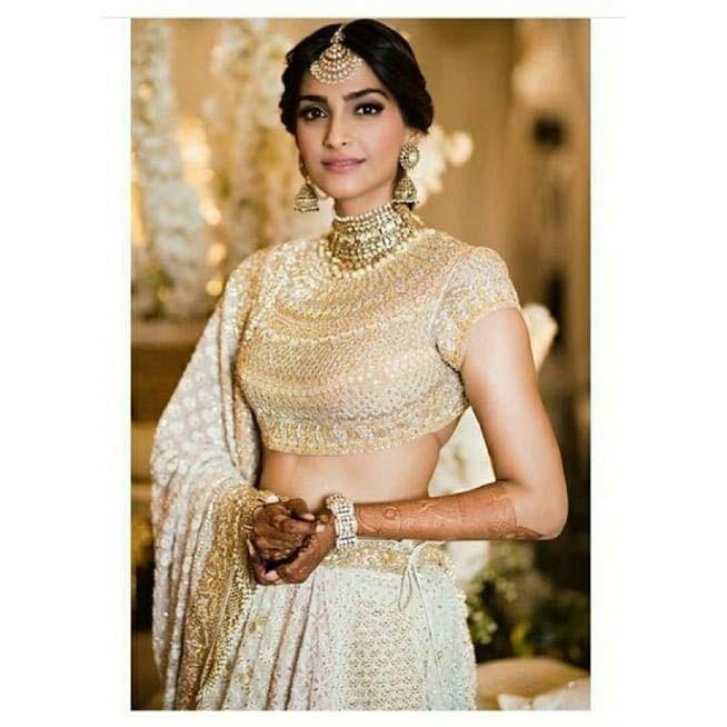 Sonam Kapoor Mehndi Outfit