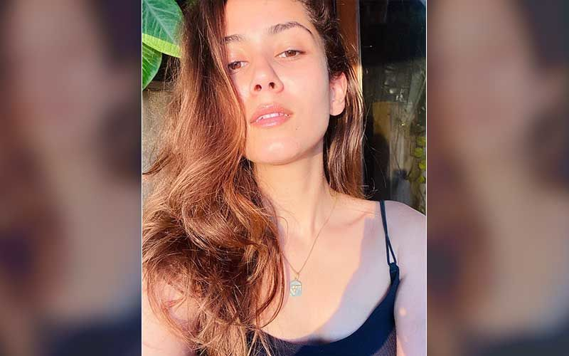 Mira Rajput Keeps It Stylish As She Gets Papped; Netizens Troll Shahid Kapoor's Wife For Her Choice Of Outfit - WATCH