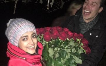 Here's How Monali Thakur's German Husband Maik Richter Proposed To Her For Marriage; On A Christmas Eve With 50 Roses - Oh, So Perfect