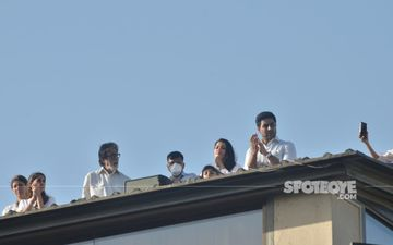 Amitabh Bachchan And Family Take Part In Janta Curfew And Clap At 5 PM, Fans Ask 'Why Are You All In White?'