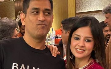 MS Dhoni's Wife Sakshi Is Missing IPL 2020; Pens A Poem Comparing Flowers Marigold To CSK Jersey, Purple Queen To KKR And More