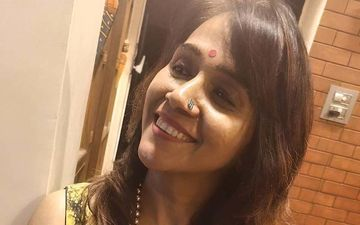 Navratri 2020: Filmmaker Manjiri Oak Flaunts Her Pujo Collection