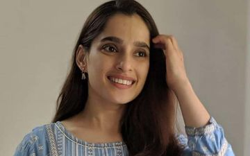 Priya Bapat Croons To Badey Acche Lagte Hai In A Candle-lit Backdrop
