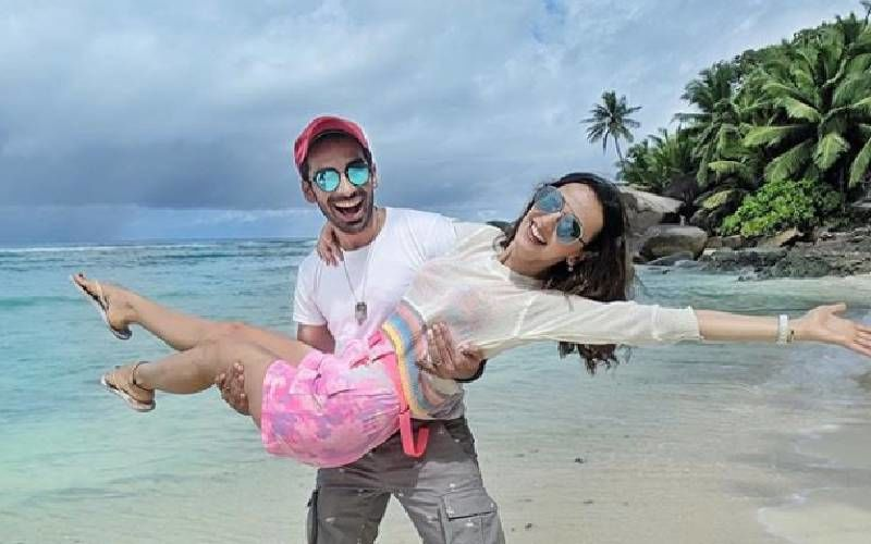Sanaya Irani And Mohit Sehgal First Wanted To Have A Court Marriage; Here's How They Ended Up Having A Beach Wedding