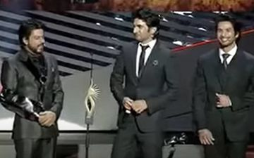When Shah Rukh Khan And Shahid Kapoor Summoned Sushant Singh Rajput On Stage And Made An Awkward Dance Demand - VIDEO