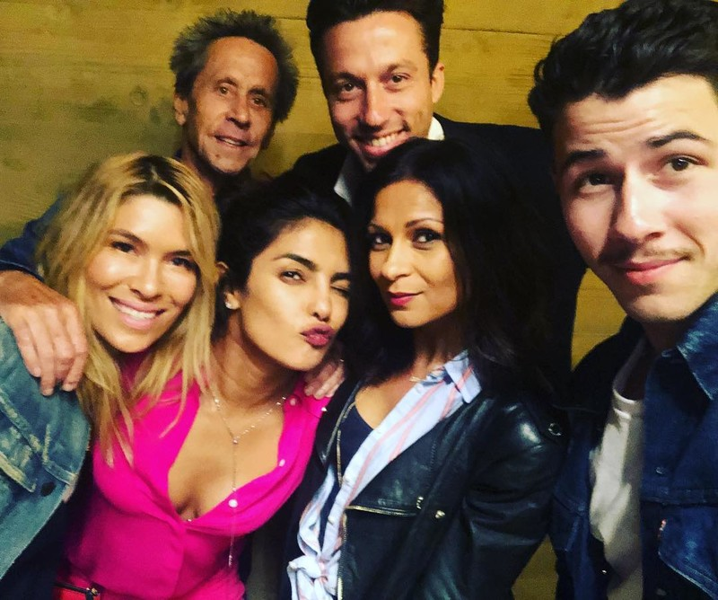 Priyanka And Nick Poses A Selfie With Friends