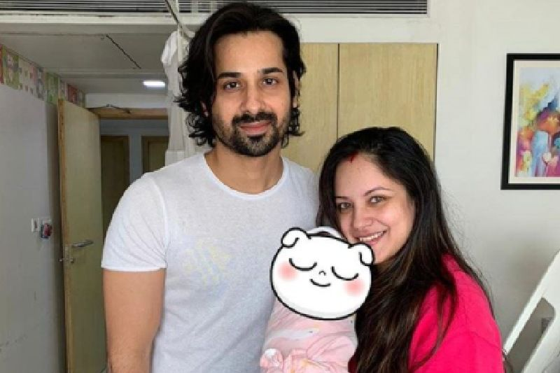 New Mom Puja Banerjee Pens A Heart-Wrenching Post Talking About Her Newborn Being In NICU Because Of Breathing Issues