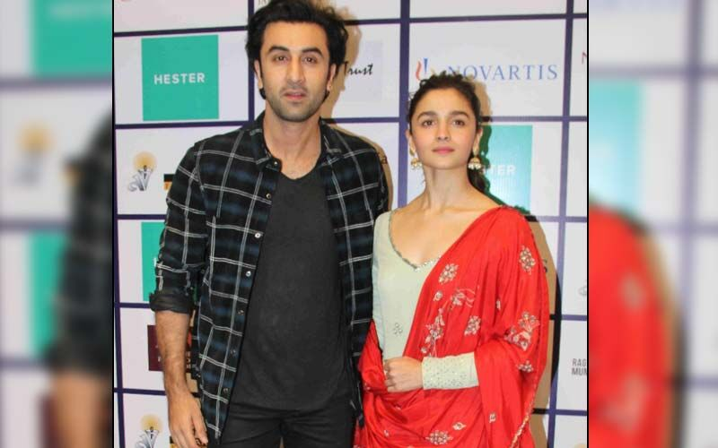 Lovebirds Alia Bhatt And Ranbir Kapoor Are All Smiles In Unseen Photo With A Fan From Their Vacay-Pic Inside