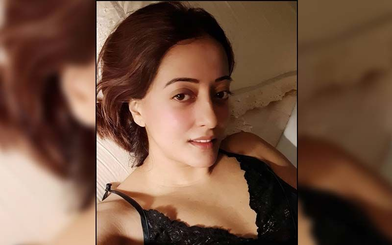 Raima Sen Sets Temperatures Soaring As She Goes Topless For A Photoshoot; Fan Asks 'Are You Even Ageing?'- PICS Inside