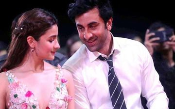 Alia Bhatt Has Her Picture With Ranbir Kapoor As Screensaver On Phone; If This Is Not Love Then What Is?