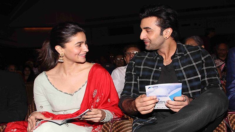 Ranbir Kapoor Turns Into A Protective Boyfriend For Alia Bhatt As They Get Mobbed By Fans At Jodhpur Airport -WATCH