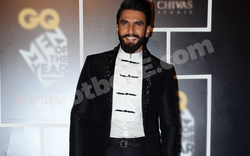 VIDEO: OMG! Did Ranveer Actually Wear That For The GQ Men Of The Year Awards?