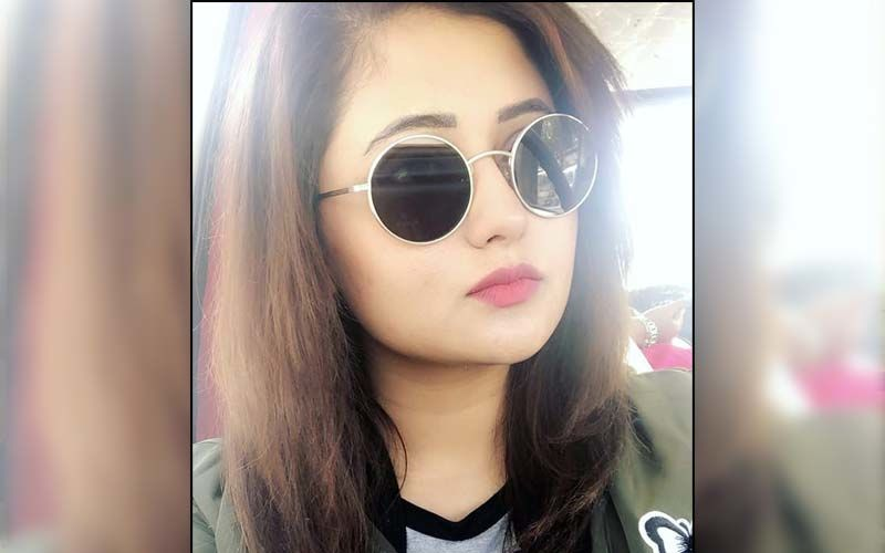 Rashami Desai Shares Her Thoughts On India's COVID-19 Crisis As She Gets Papped Outside; Actress Urges Everyone To Stay Indoors And Follow Protocols - WATCH