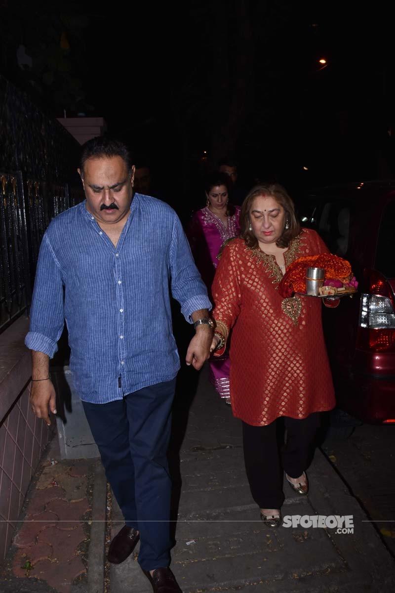 Reema Jain and Manoj Jain Walk Hand In Hand