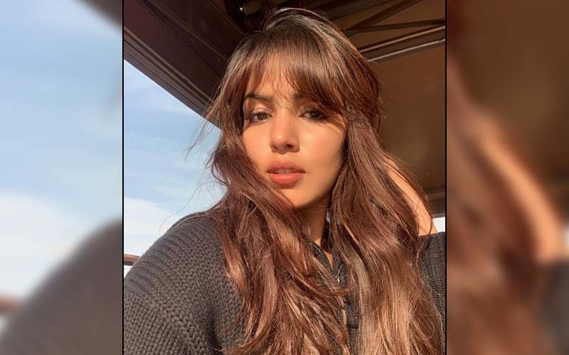 Rhea Chakraborty Reminds Everyone To Love Their Life As She Talks About Overuse Of Social Media; Says, 'Your Life Is Not Here, It's All Around You'