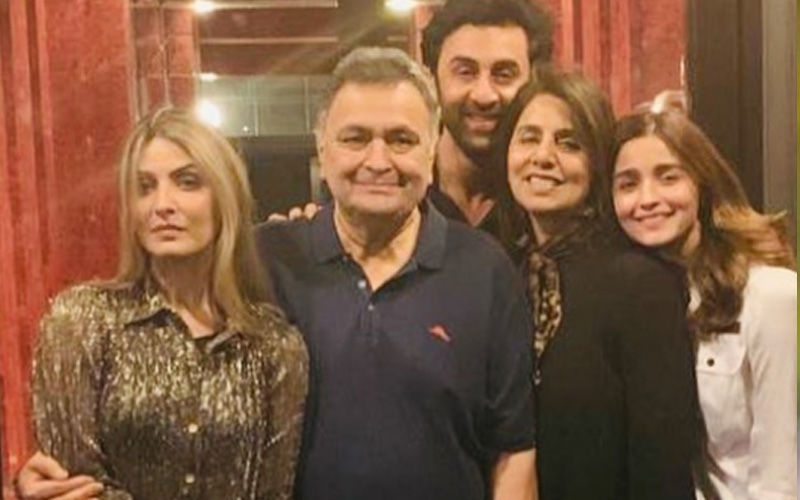 Rishi Kapoor And Neetu Singh Receive A Warm Welcome At Home, Greeted With 'Welcome Home Dad' Balloon