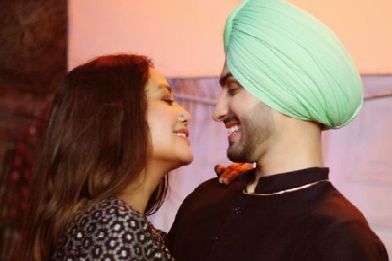 Neha Kakkar Posts A 'Love At First Sight' Picture With Alleged BF Rohanpreet Singh But Her HUGE DIAMOND RING Does All The Talking