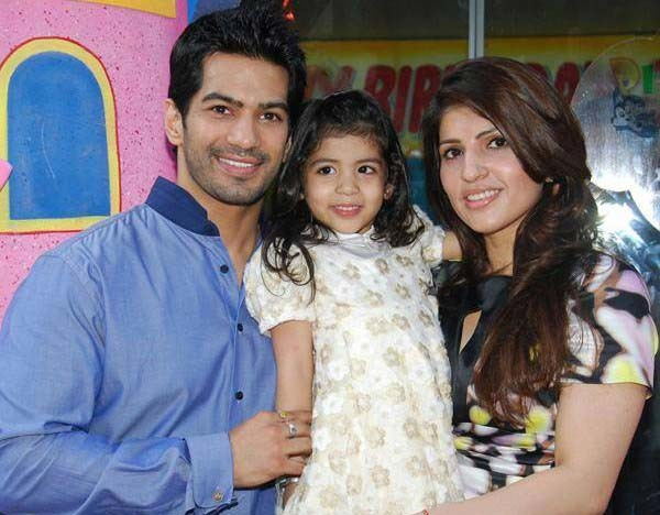 Amit Tandon Ruby Tandon With Daughter
