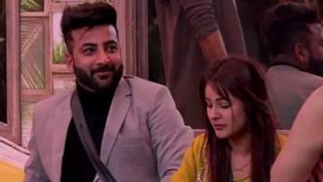 Mujhse Shaadi Karoge: Shehnaaz Gill Goes 'Paagal' After Packing Up; Brother Shehbaaz Joins The Madness – VIDEO