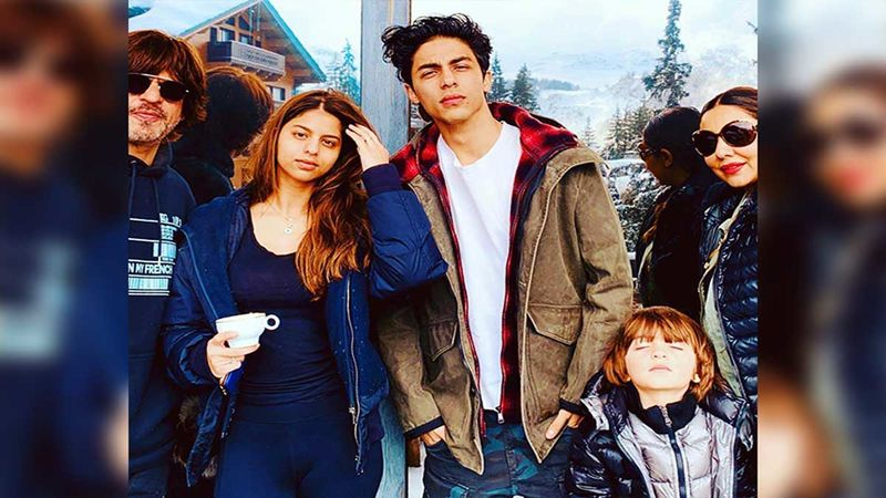 Shah Rukh Khan Believes He And Gauri Khan Are Best At Making Some Really Good Kids; Shares A 'La Familia' Pic