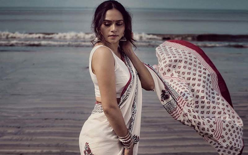 Amruta Khanvilkar's Graceful Saree Photoshoot On The Beach Of Mumbai Is Truly Mesmerizing