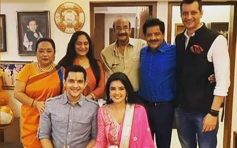 Aditya Narayan And Shweta Agarwal's UNSEEN Pic From Roka Ceremony Is Adorbs; Couple Poses With Family As They Kick-Start Wedding Festivities