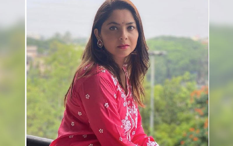 Sonalee Kulkarni Bedazzles The Social Media With Her Looks