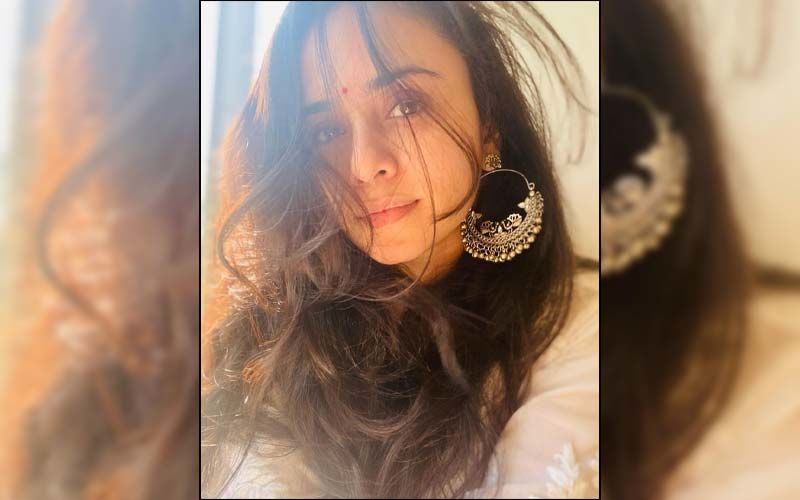 Amruta Khanvilkar Proves Yet Again She Is The Glamorous Diva Who Slays The Fashion Game