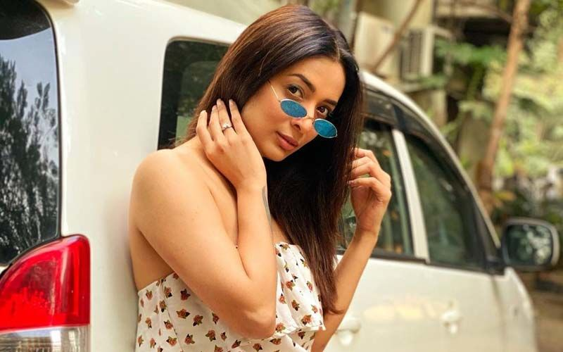 Heena Panchal Bares Open Her Back In A Short Mini-Dress For Her Reels