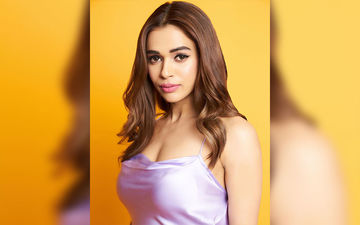 Why Is Your Favourite Marathi Singer Shalmali Kholgade Going To Bed With Makeup? Check Out This Funny Video!
