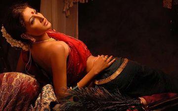 Tu Ashi Javali Raha Fame Nayannah Mukey Turns Into A Muse For This Raja Ravi Verma Painting Inspired Photoshoot