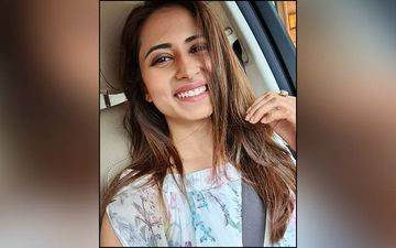 Sargun Mehta Has Us Crushing On Her Kaftan Kurta In This Latest Pic On Instagram