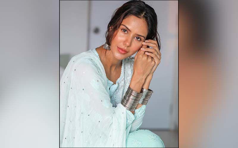 Sonam Bajwa Looks Like A Breath Of Fresh Air In This Sea Green Coloured Kurta