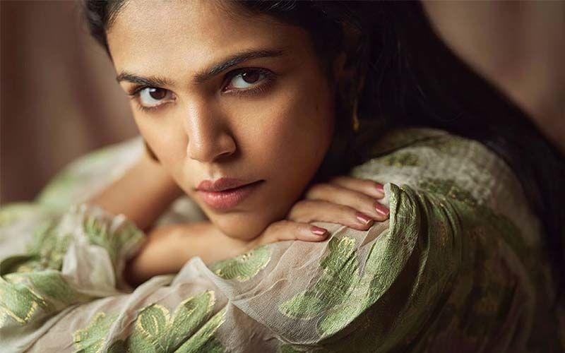 Shriya Pilgaonkar's Crop Top Look Flatters Her Super-Toned Curves In This Photoshoot