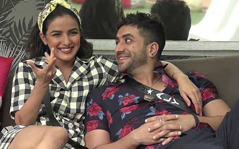 Bigg Boss 14: Jasmin Bhasin's Reply To A Fan Reveals She's A Hopeless Romantic; Speaks About Aly Goni, Says, 'I Wish I Was There With Him'