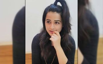 Prajakta Gaikwad Exhuberates Her Love For Tradition On Social Media