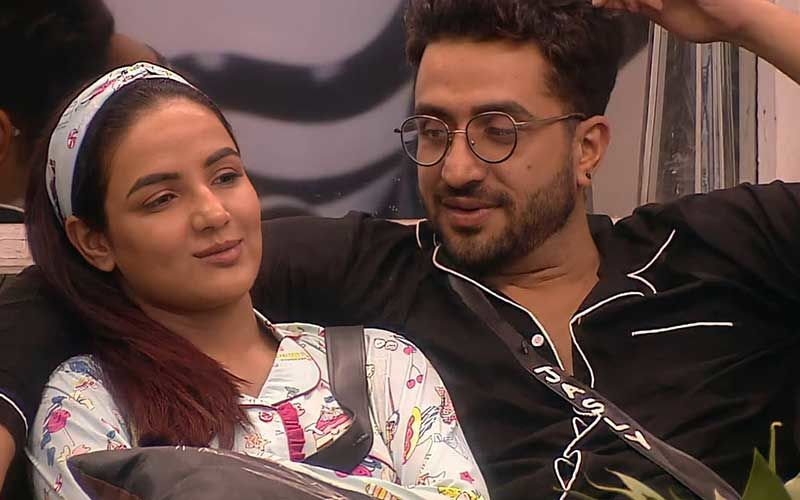 Bigg Boss 14 Grand Finale: Aly Goni Gives Jasmin Bhasin His Jacket And Helps Her During The Show; Fans Notice Former's Gentlemanly Gesture