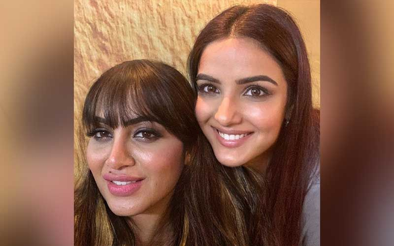 Bigg Boss 14: Arshi Khan Flashes A Big Smile For A Selfie With Jasmin Bhasin; Look Beyond Beautiful