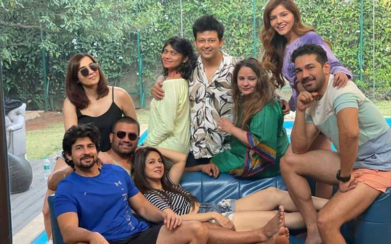 Bigg Boss 14 Winner Rubina Dilaik And Abhinav Shukla Pose For A Blissful Group Photo With Friends; Head Out For A Mini Holi Trip With Hussain, Sharad And Keerti Kelkar