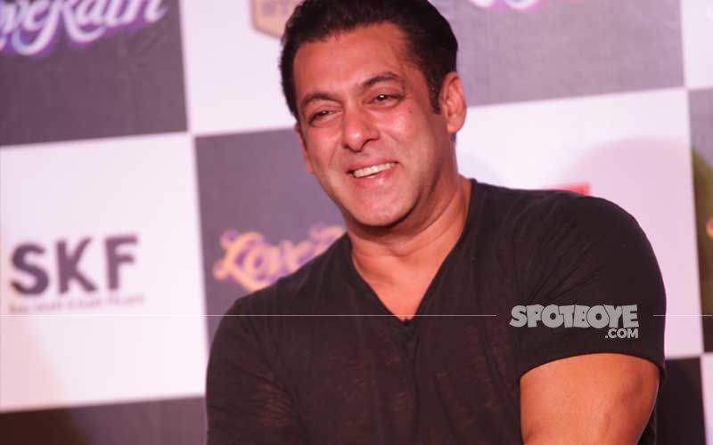 Salman Khan Keeps It Cool As He Arrives At A Vaccination Centre In The City; Gets His Second Shot Of COVID-19 Vaccine On Eid 2021-VIDEO